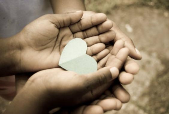 """DAR ES MEJOR QUE RECIBIR. Y he sido un ejemplo constante de cómo pueden ayudar con trabajo y esfuerzo a los que están en necesidad. Deben recordar las palabras del Señor Jesús: """"Hay más bendición en dar que en recibir"""" Hechos 20:35"""
